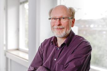 Prof. Dr. Armin Scholl - (Bild: Susanne Lüdeling)